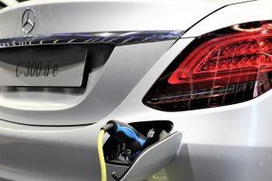 Comment lubrifier les charnières des portes de votre voiture